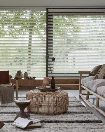Houten jaloezieën in een landelijk interieur | Mrwoon