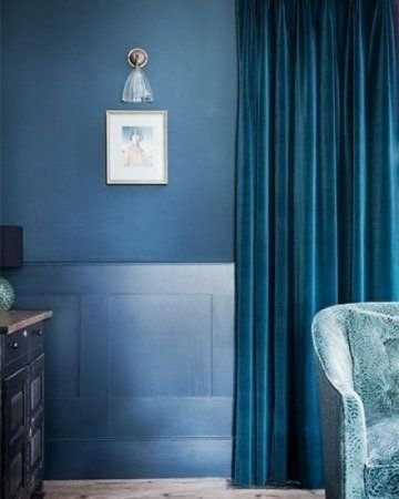 blauw velours gordijn
