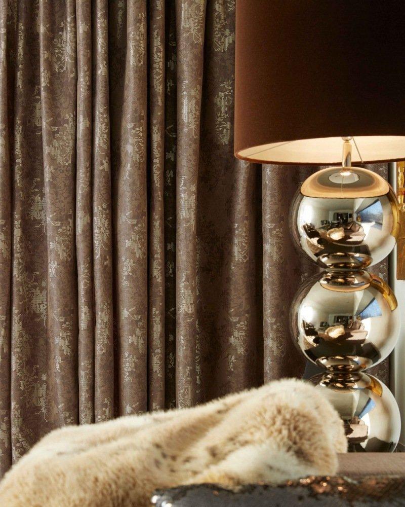 maar ook met gordijnen in dieprood velours en gouden tinten kun je die klassieke italiaanse luxe terug laten komen in je interieur