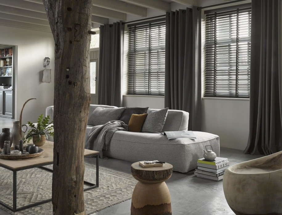 Gordijnen in de kleur van de wand een goed idee mrwoon mrwoon - Kleur van een volwassen kamer ...