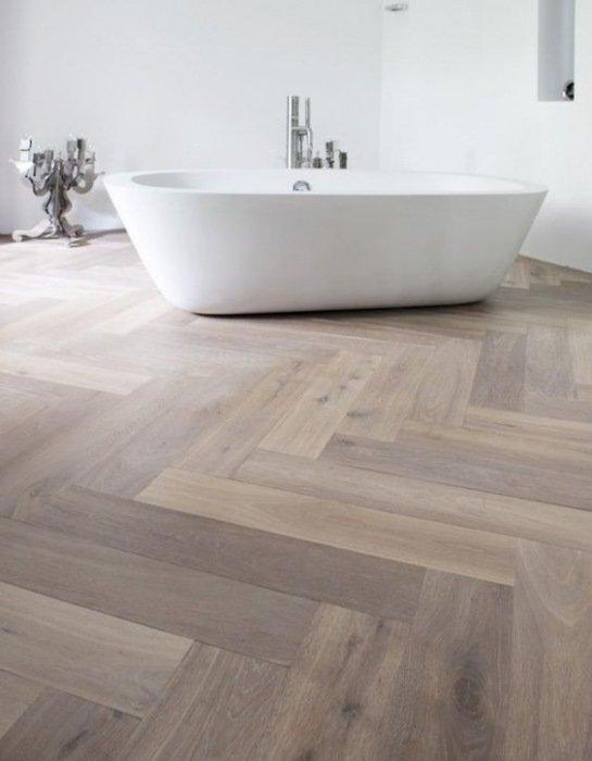 https://mrwoon.nl/images/news/detail/houten-vloer-in-de-badkamer.jpg