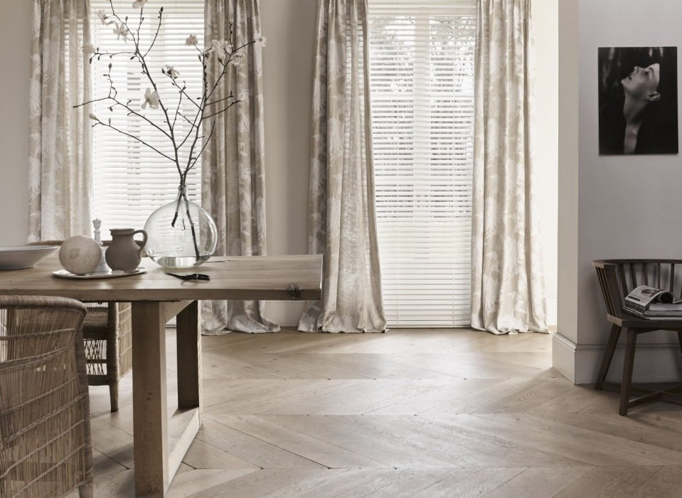 Rolgordijnen Slaapkamer 14 : Instant elegantie: zwierende gordijnen in je slaapkamer mrwoon