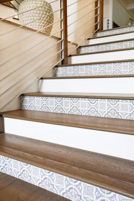 Vernieuw jouw trap met tapijt tegels of valse treden mrwoon for Stootborden trap maken