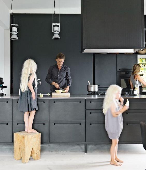 Kleur in de keuken: ga voor zwart in je interieur | Mrwoon